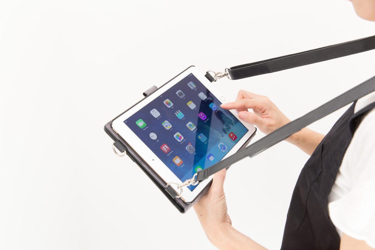 肩掛けが出来て持ち運びに便利なiPad ケース